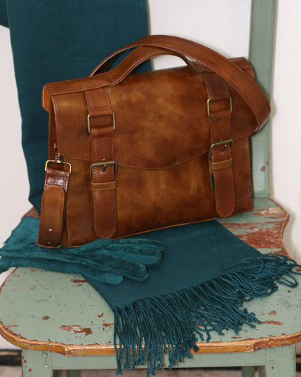 nahkalaukku, nippanappa, nahan ompelu, käsilaukku, nahkainen käsilaukku, messenger