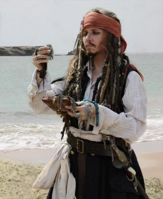 Jack Sparrow asu, maamiaispuku, puvustus